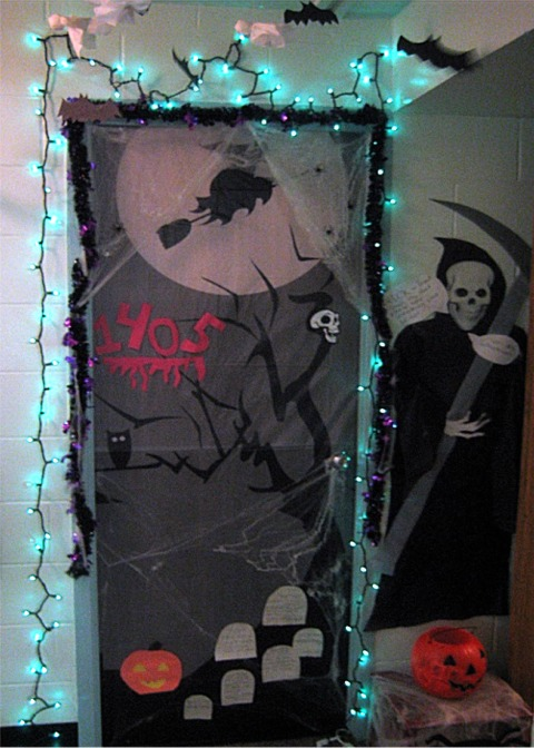 ghost - Creative Halloween Door Decorations