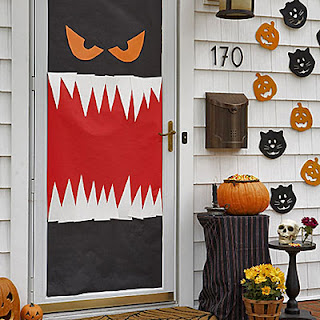 Halloween door decorations for Decoration porte halloween