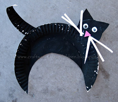 V&ire Bat via Crafty Journal & Halloween Paper Plate Craft Ideas