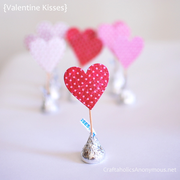 valentines day kisses from craftaholic anonymous fabric cards from purlbee