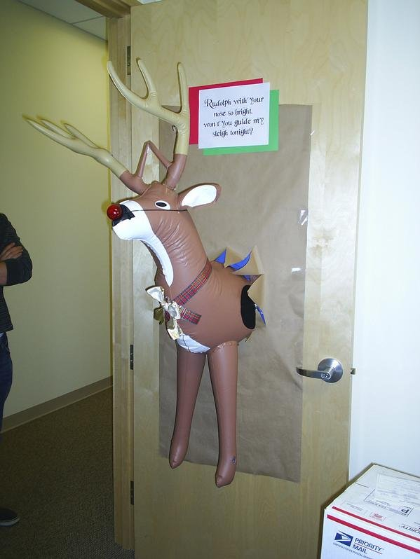 Christmas Decorating Ideas For Office Door : Christmas door decorations
